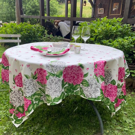 Hortensias Tablecloth Pink