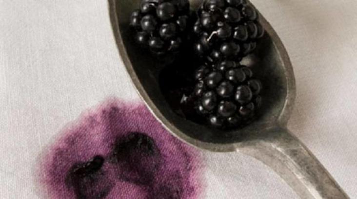 Retirer une tâche de fruits rouges sur nappe